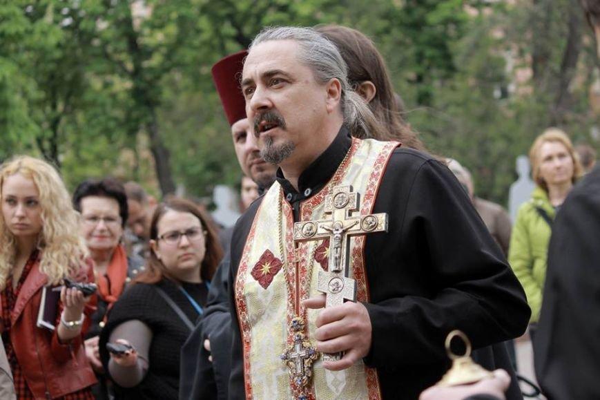 Герои не умирают: в Одессе почтили память погибших 2 мая, стоя на коленях (ФОТОРЕПОРТАЖ) (фото) - фото 6