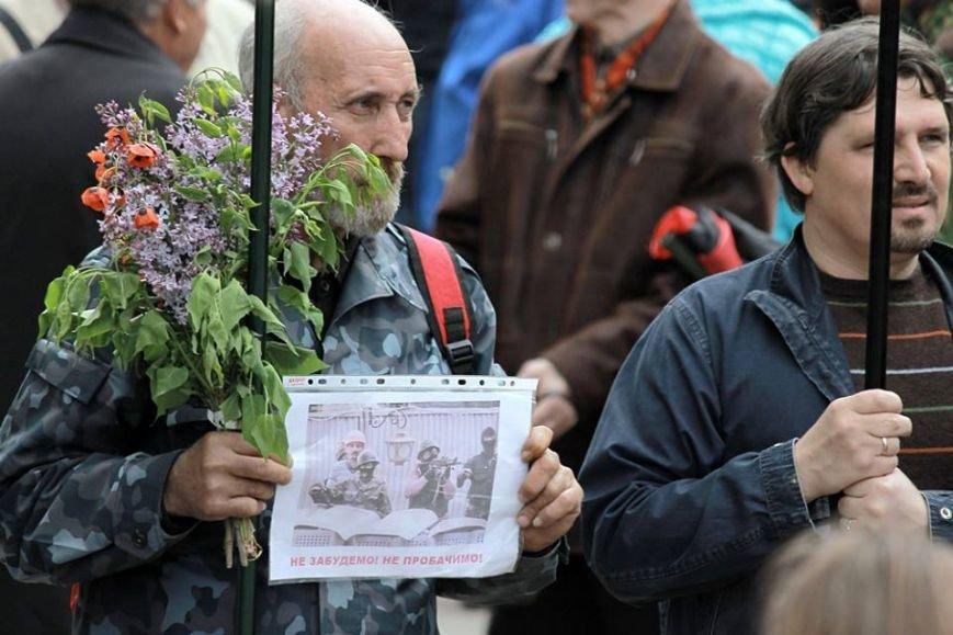 Герои не умирают: в Одессе почтили память погибших 2 мая, стоя на коленях (ФОТОРЕПОРТАЖ) (фото) - фото 3