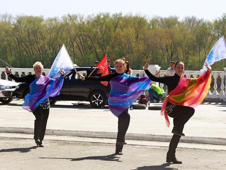 Выступления танцевальных коллективов на байк-шоу в Усть-Каменогорске