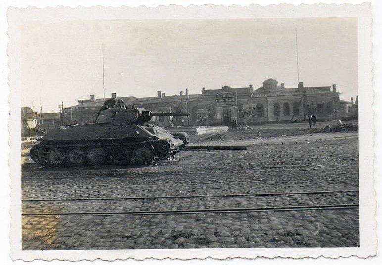 -Tank T34 на вокзале