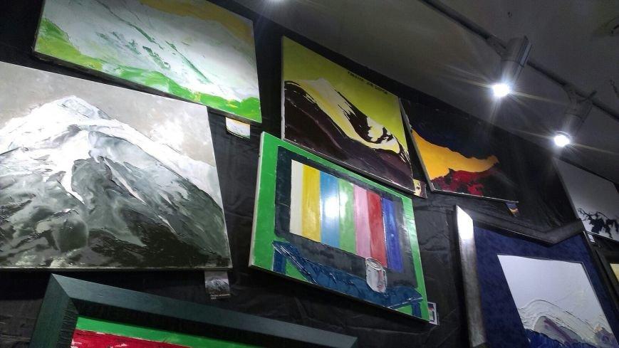 В Івано-Франківську відбулася виставка Ярем Стецика «Karpadon» (фото) - фото 7