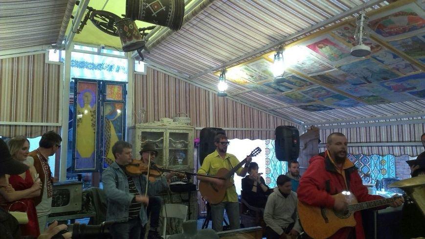В Івано-Франківську відбулася виставка Ярем Стецика «Karpadon» (фото) - фото 6