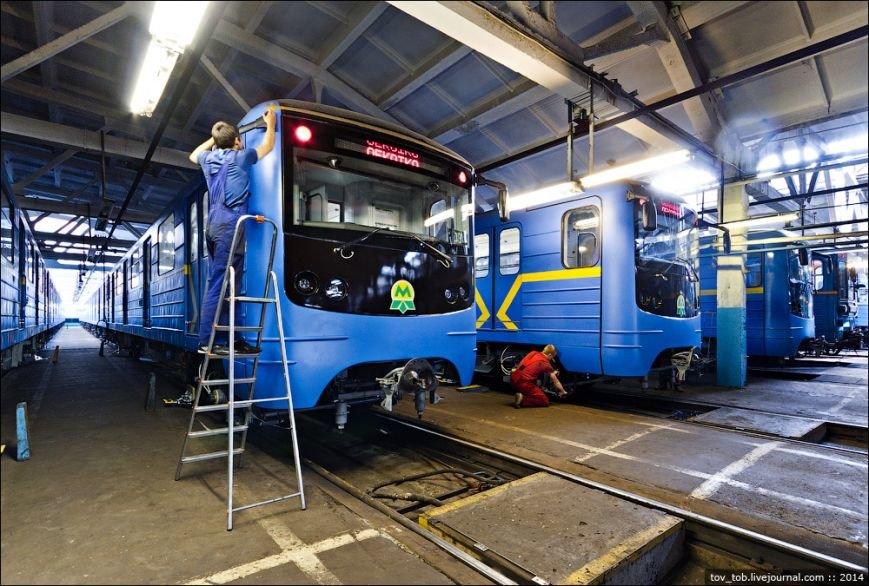 Вагоны киевского метро отправили в Кременчуг на модернизацию (ФОТО) (фото) - фото 1