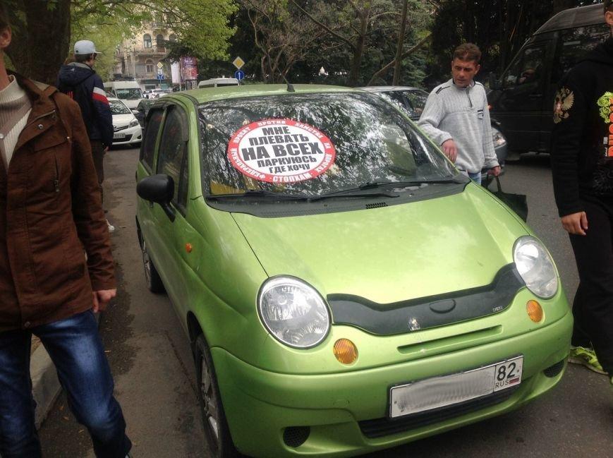 В Симферополе нарушителям правил парковки начали клеить огромные стикеры «СтопХамы» на авто (ФОТО) (фото) - фото 4