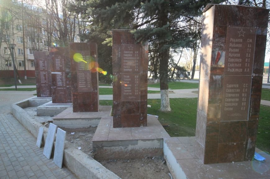 В Троицке проходят работы по реставрации памятника Погибшим героям в годы Великой Отечественной войны, фото-1