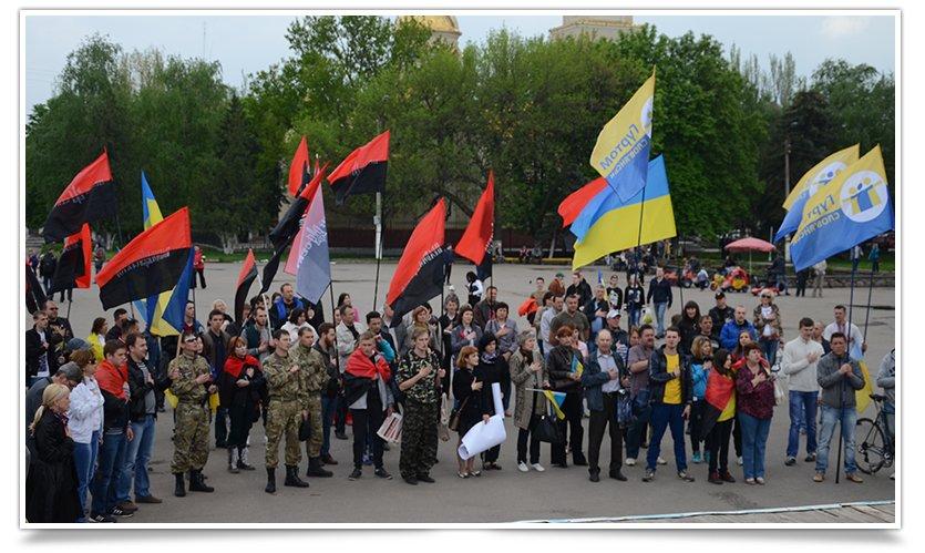 В Славянске на Вече пришёл Правый Сектор (фото) - фото 1