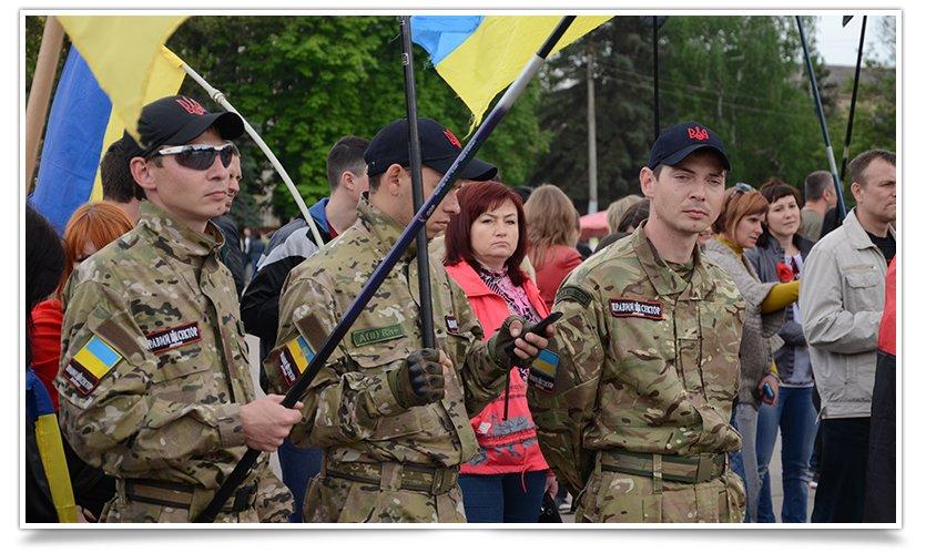В Славянске на Вече пришёл Правый Сектор (фото) - фото 2
