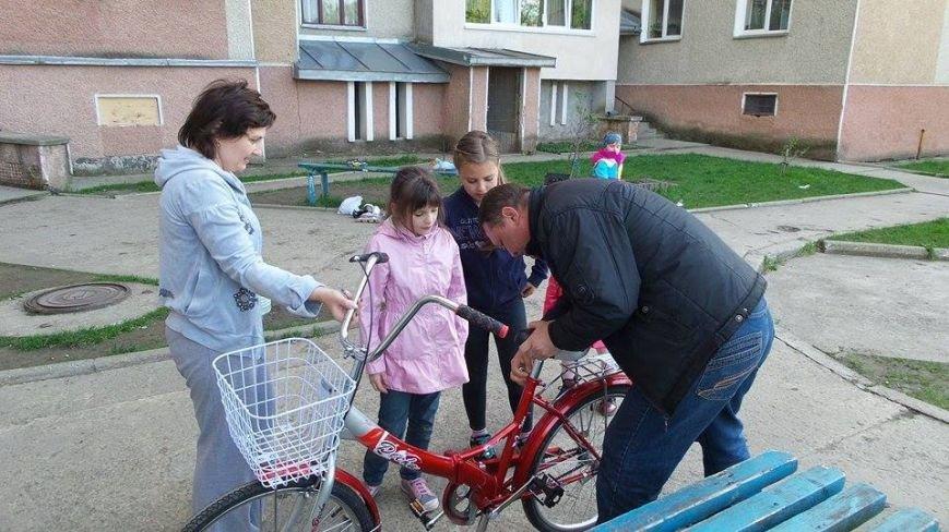 Сім'ї Руслана Коцаби журналісти подарували велосипед, фото-2