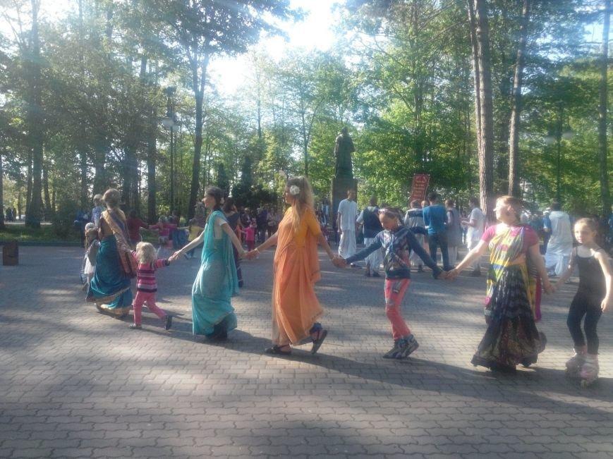 Крішнаїти дарують радість мешканцям Івано-Франківська (фото) - фото 2