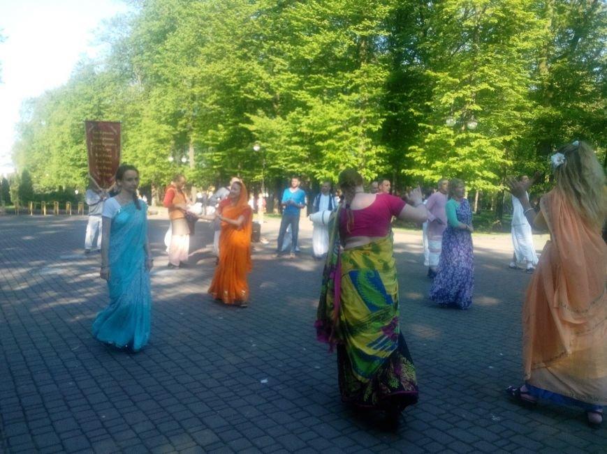 Крішнаїти дарують радість мешканцям Івано-Франківська (ФОТО + ВІДЕО), фото-1