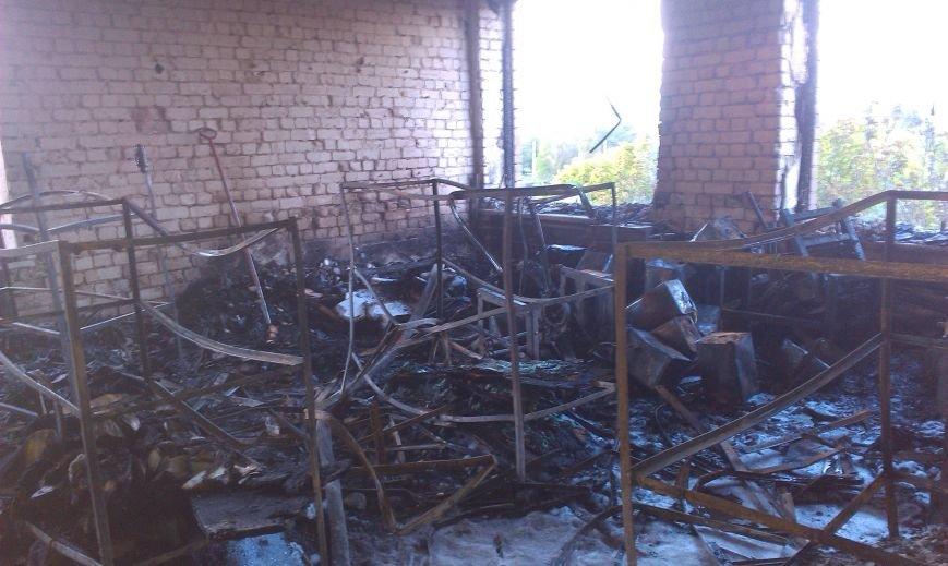 В Днепродзержинске возле остановки Южная горело промышленное здание (Дополнено) (фото) - фото 6