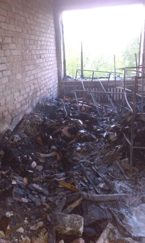 В Днепродзержинске возле остановки Южная горело промышленное здание (Дополнено) (фото) - фото 8