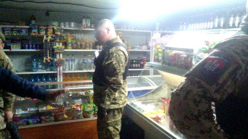 В Одессе на Котовского «правосеки» закрыли две наливайки (ФОТО) (фото) - фото 1