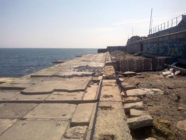 Одесский пляж нахально загородили забором. Мэрия обещает разобраться (ФОТО) (фото) - фото 1