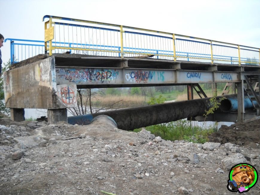 Под очередным мостом в Кривом Роге вырезали трубы (ФОТОФАКТ) (фото) - фото 1