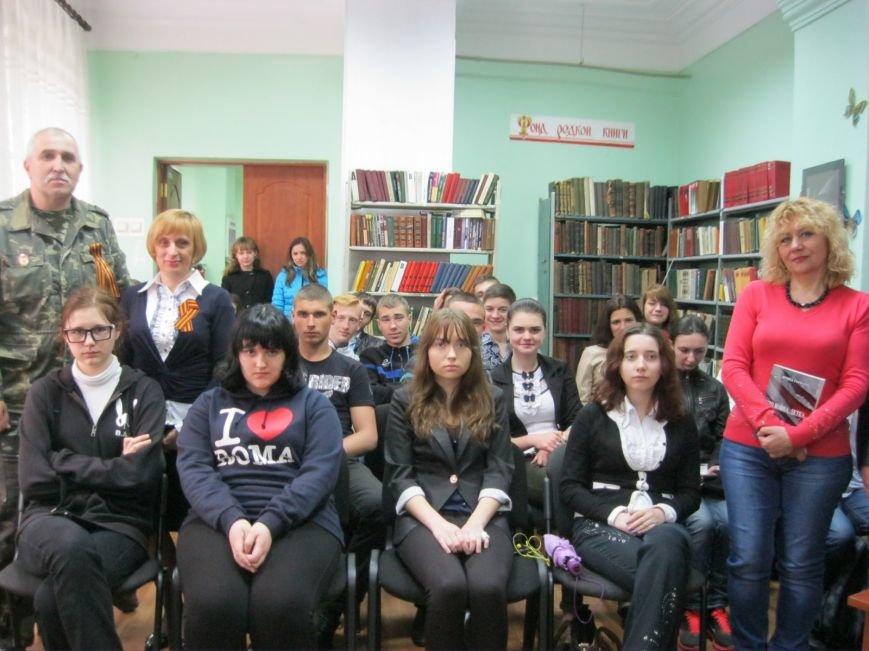 Истории женщин на войне: в Макеевке прошел тематический вечер (фото) - фото 2