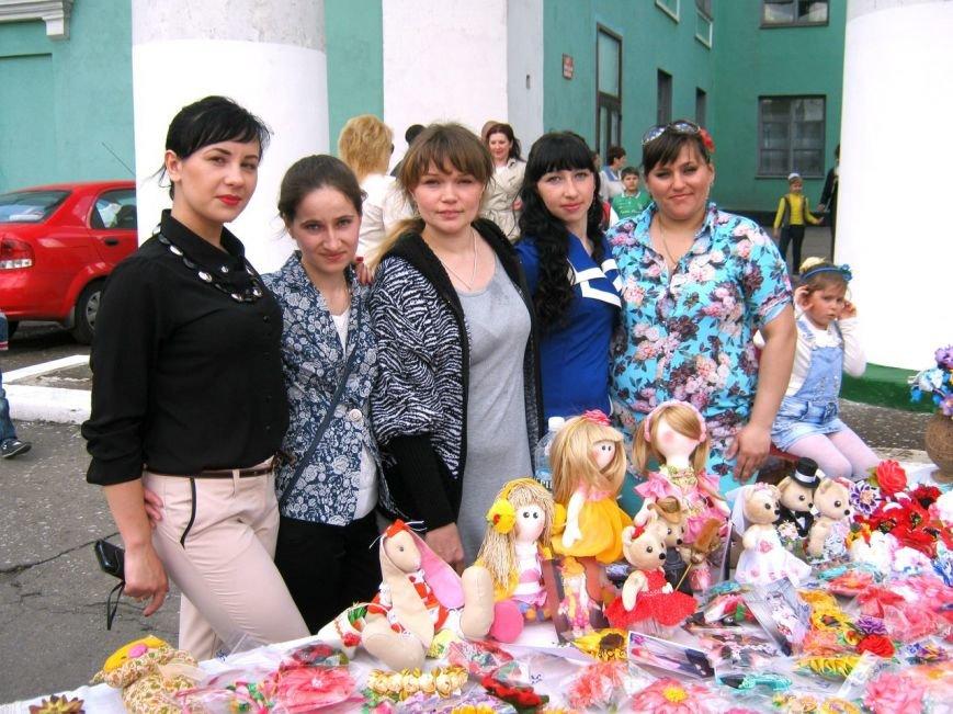 В Доброполье состоялась благотворительная выставка-продажа (фото) - фото 1