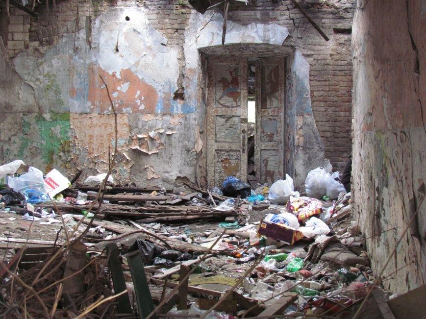 Бездомные поселились в детском саду в Мариуполе (ФОТО), фото-3
