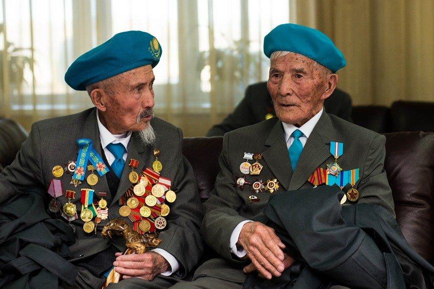 Ветераны из Усть-Каменогорска отправляются на праздничный парад