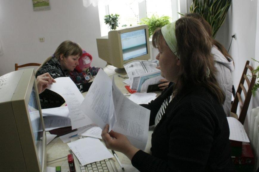 300 семей беженцев, проживающих в Бердянске, получили помощь (ФОТО) (фото) - фото 1
