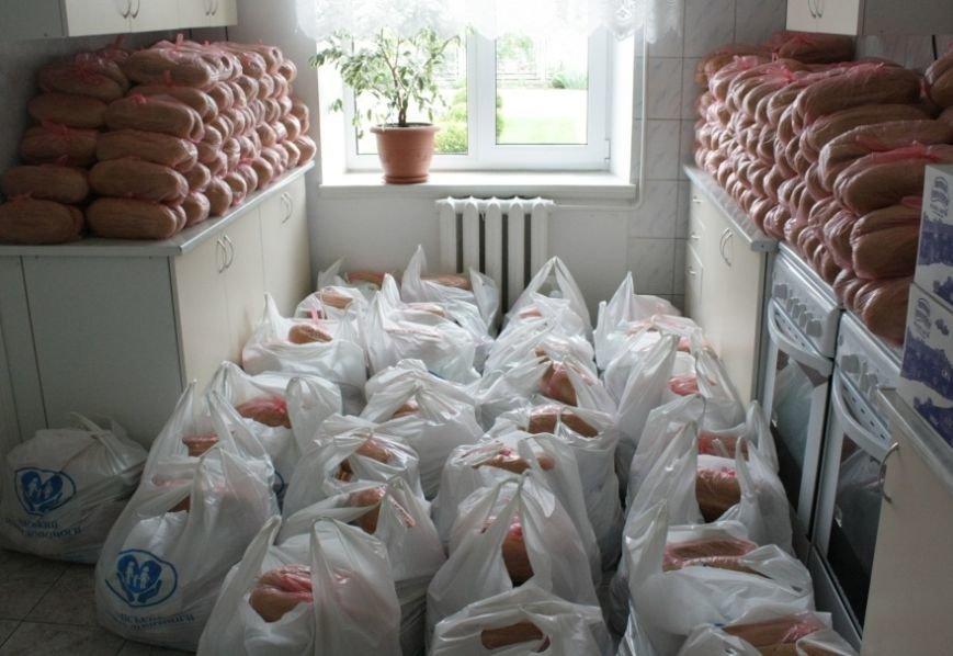 300 семей беженцев, проживающих в Бердянске, получили помощь (ФОТО) (фото) - фото 2