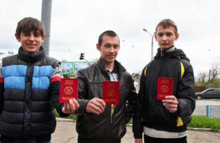 В «ЛНР» 16-летним начали выдавать паспорта «республики» (ФОТО) (фото) - фото 2