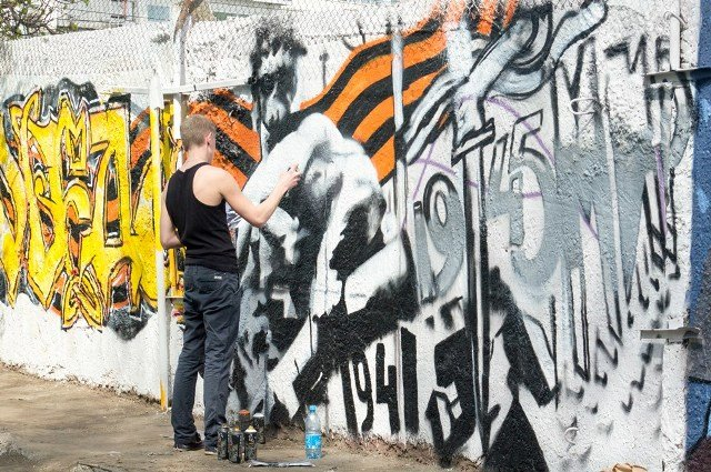 Брянск разукрасили граффити к 9 мая (фото) - фото 5