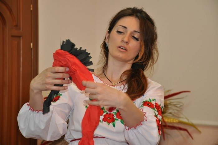 Житомирян вчили робити маки пам'яті своїми руками (фото) - фото 1