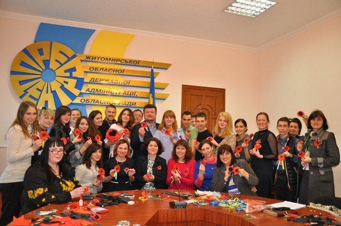 Житомирян вчили робити маки пам'яті своїми руками (фото) - фото 3