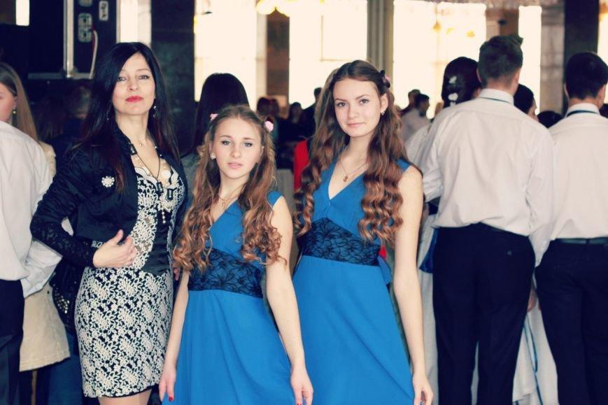 Алупкинские выпускники приняли участие в отборочном туре республиканского фестиваля  «Крымский вальс» (фото) - фото 1