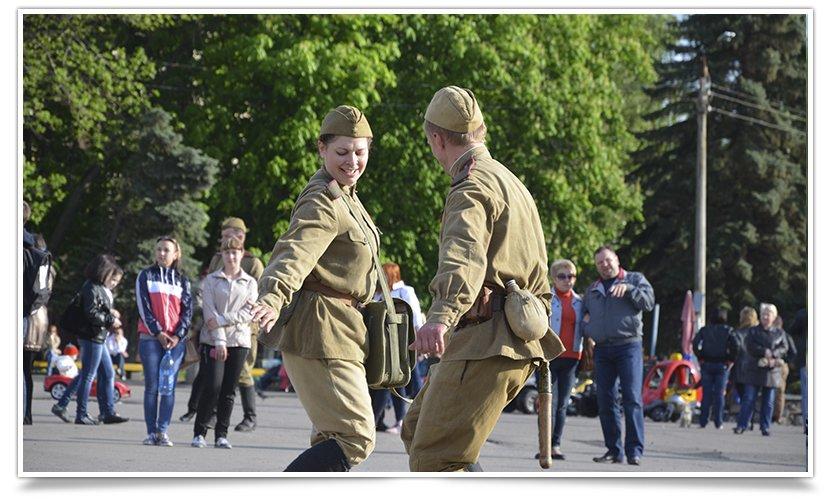 Славянск посетили раритетные автомобили времён Второй мировой войны (фото) - фото 18