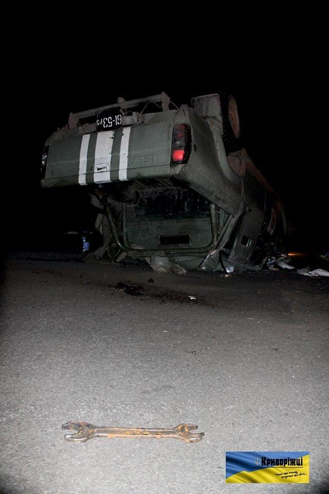 В Кривом Роге: бойцы 17 бригады попали в ДТП, сержант «заминировал» общежитие, активисты обнаружили вырезанные трубы под мостом (фото) - фото 1