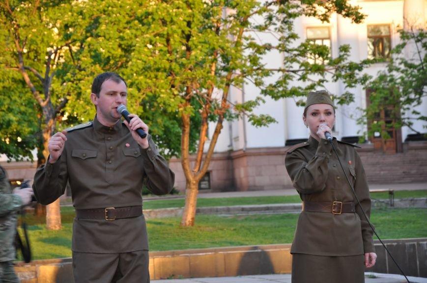 На главную площадь Краматорска заехала военная техника, фото-13