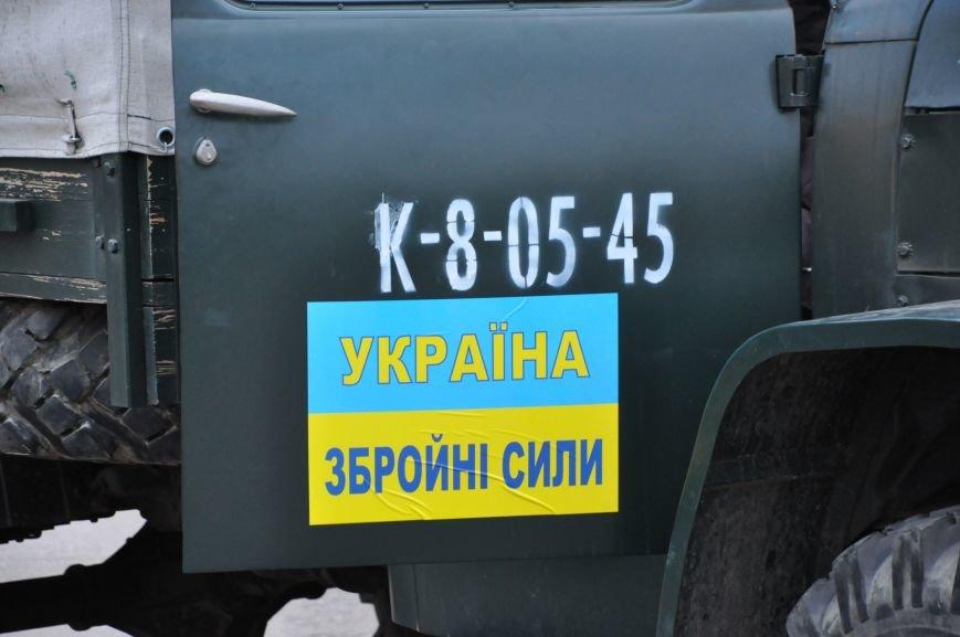 На главную площадь Краматорска заехала военная техника, фото-3
