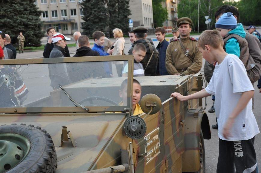 На главную площадь Краматорска заехала военная техника, фото-5