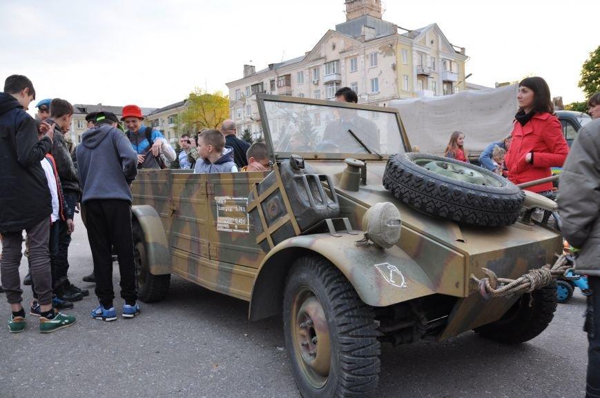 На главную площадь Краматорска заехала военная техника, фото-4