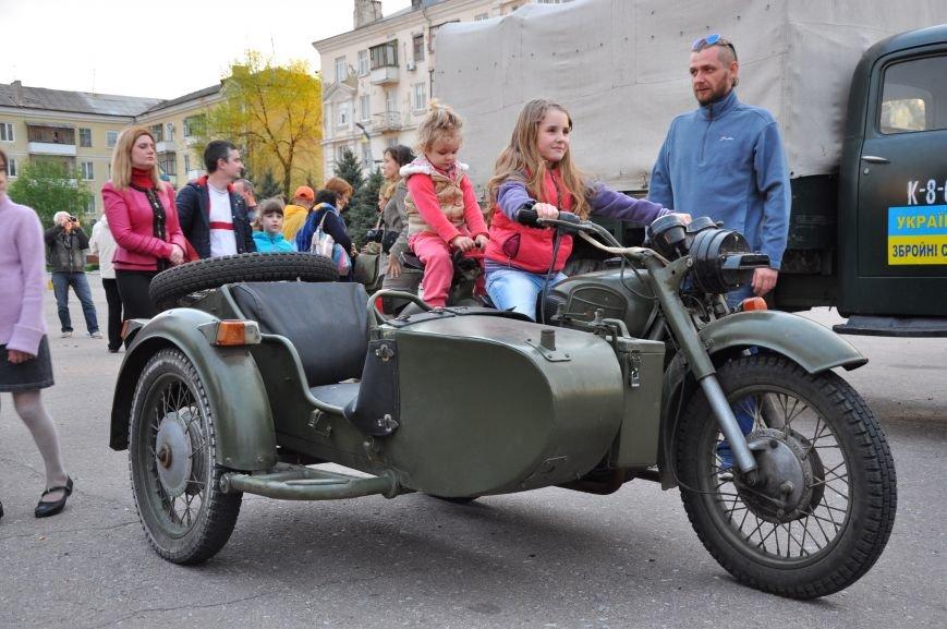 На главную площадь Краматорска заехала военная техника, фото-8