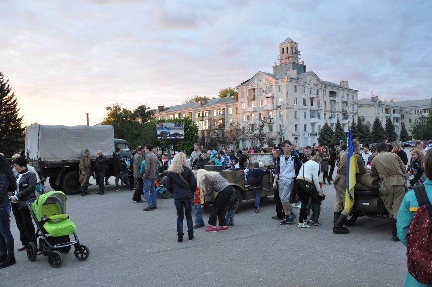 На главную площадь Краматорска заехала военная техника, фото-12