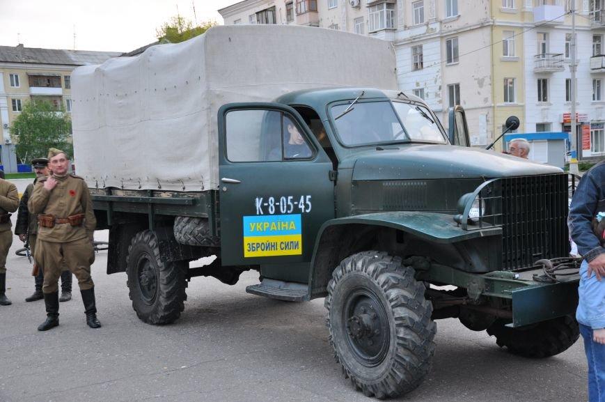 На главную площадь Краматорска заехала военная техника, фото-2