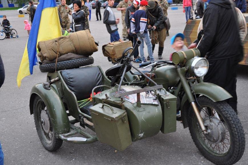 На главную площадь Краматорска заехала военная техника, фото-9
