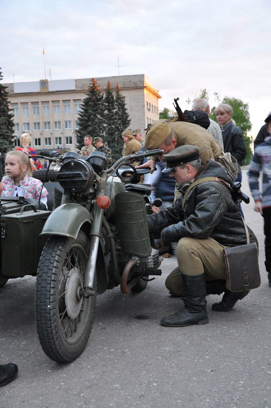 На главную площадь Краматорска заехала военная техника, фото-11