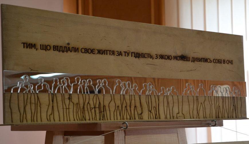 Обрано чотири кращі ескізні пропозиції пам'ятного знаку «Стіна пам'яті «Небесної сотні» (фото) - фото 4
