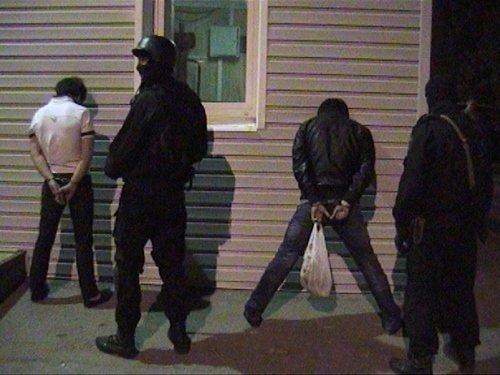 Крымская наркополиция провела рейд на казантипской «маевке» и готовится проверять все молодежные вечеринки в курортный сезон (ФОТО) (фото) - фото 1