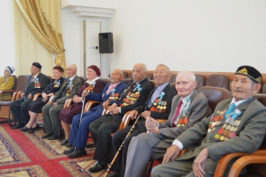 Вручение наград ветеранам в Усть-Каменогорске