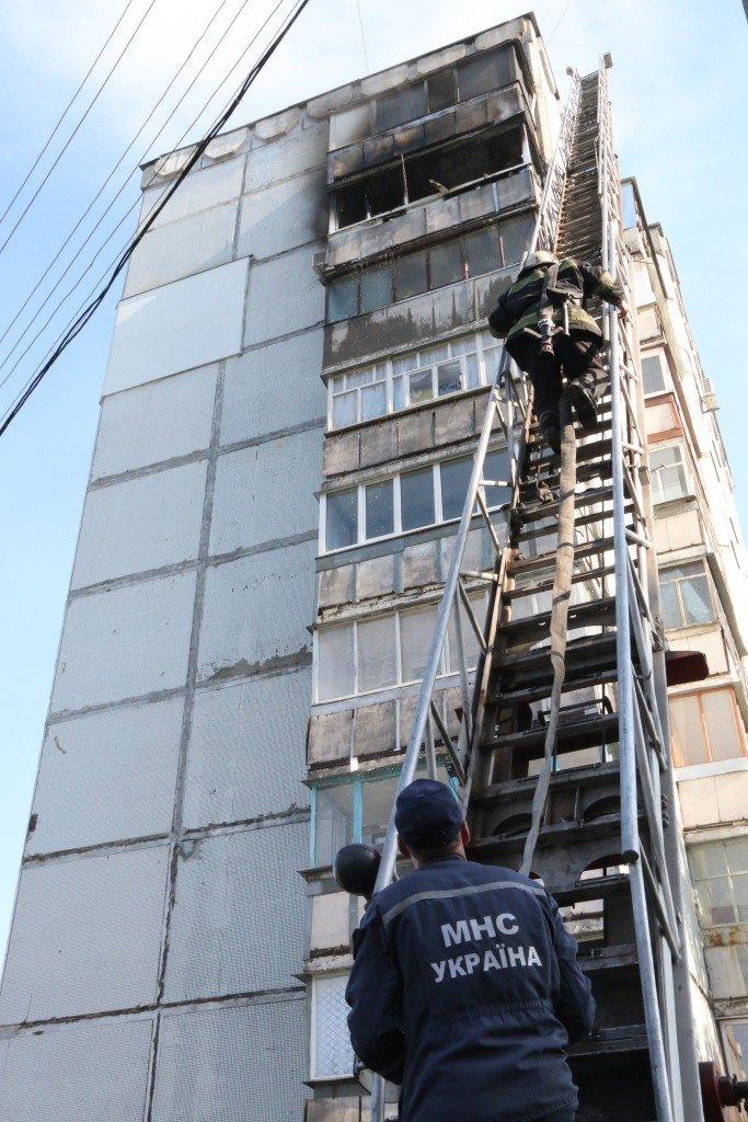 Возле Черниговского педуниверситета горел балкон многоэтажки, фото-3