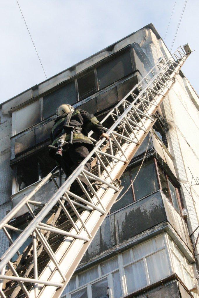 Возле Черниговского педуниверситета горел балкон многоэтажки, фото-4