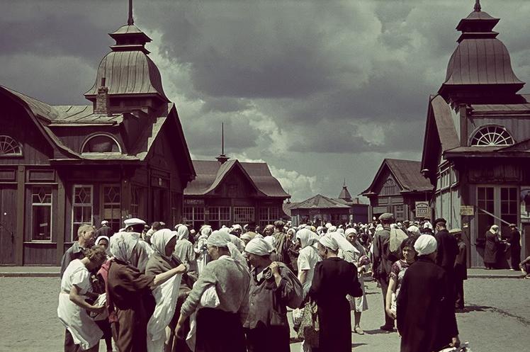 Рынки оккупированного Харькова: человеческое мясо, и золотые часы в обмен на буханку хлеба (фото) - фото 2