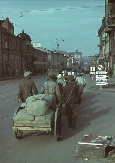 Рынки оккупированного Харькова: человеческое мясо, и золотые часы в обмен на буханку хлеба (фото) - фото 3