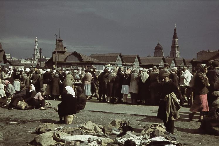 Рынки оккупированного Харькова: человеческое мясо, и золотые часы в обмен на буханку хлеба (фото) - фото 1