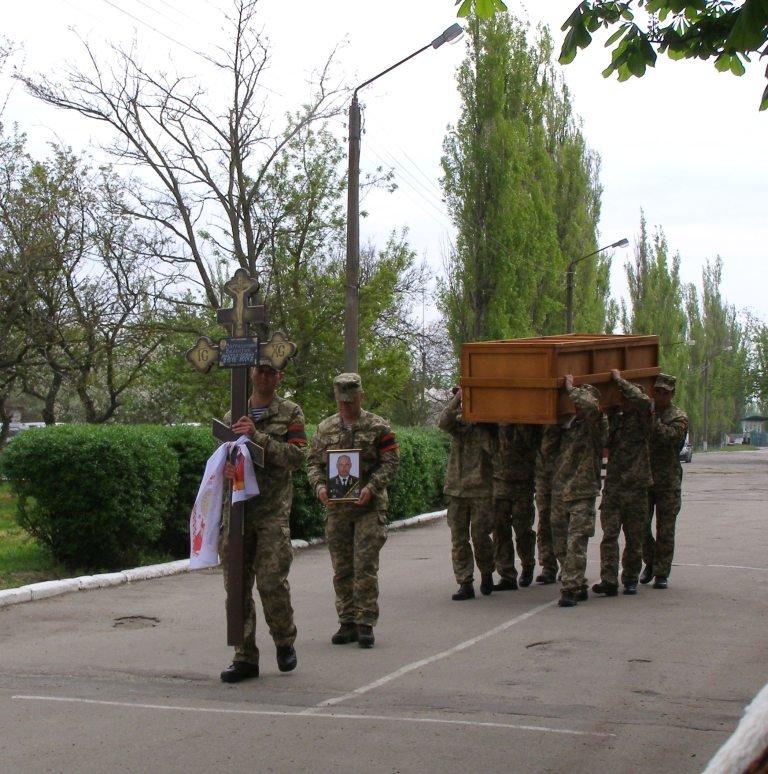Николаевщина провела в последний путь спецназовца, которого террористы трижды лишали жизни (ФОТО) (фото) - фото 1